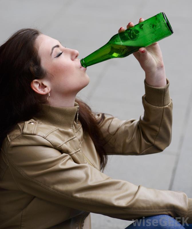 Las familias con la dependencia alcohólica de los padres